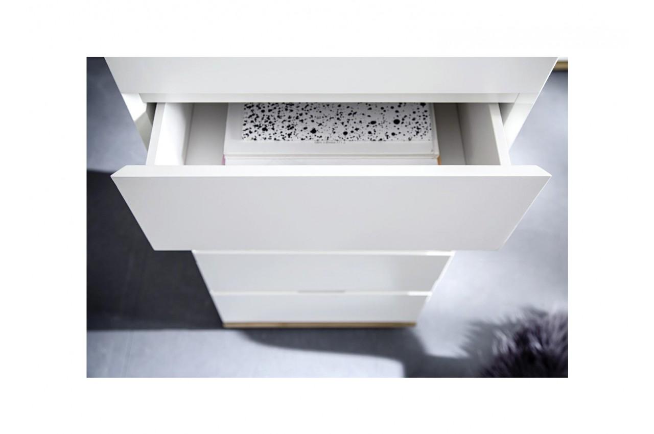commode haute tiroirs blanche laqu e et bois massif pour. Black Bedroom Furniture Sets. Home Design Ideas