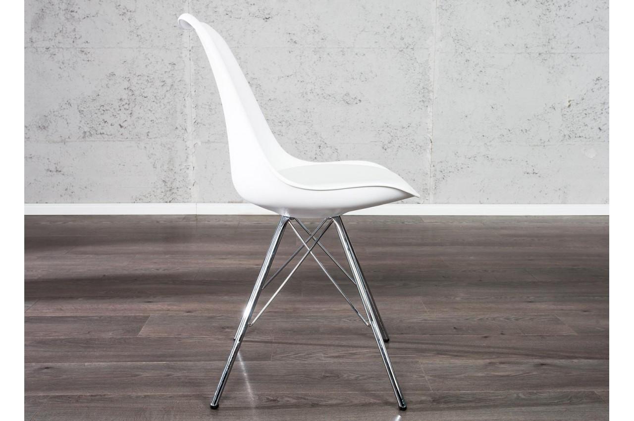 chaise coque blanche pas cher pieds chrom s lot de 4. Black Bedroom Furniture Sets. Home Design Ideas